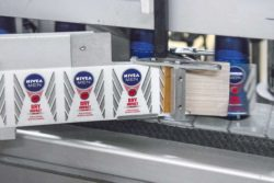 Department stores are female places per se. Here products for men must be made particularly striking. Photo: NIVEA MEN DEO labeling machine. © Beiersdorf.