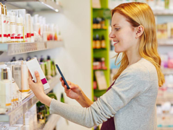 Cosmetics must be labelled so as to allow consumers suffering from allergies to check cosmetics for potentially allergenic ingredients. © Robert Kneschke / fotolia.com