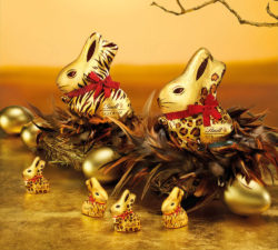 At Easter we eat even more chocolate than at Christmas: 220 million Easter bunnies compared with 147 million chocolate Father Christmases. Photo: Lindt & Sprüngli